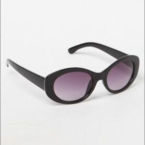 PacSun Buggy Sunglasses boo